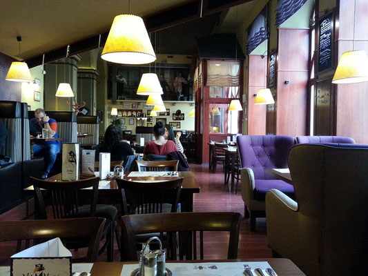 In meinem gutbürgerlichen Stammrestaurant Vak Varjú Étterem
