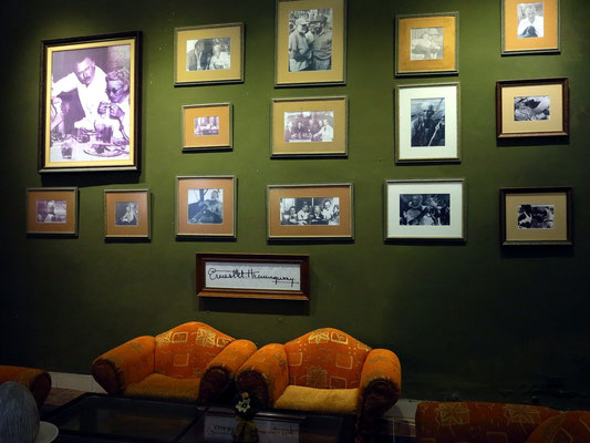 Fotos zur Erinnerung an Ernest Hemingway in der Eingangshalle des Hotels Ambos Mundos