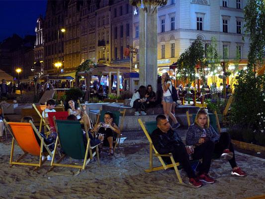 """""""Beach"""" vor der Ostseite des Rathauses"""