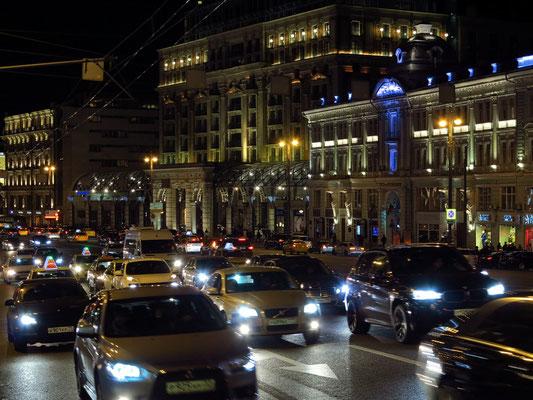 Tverskaya Ulica mit Blick auf Hotel Ritz-Carlton