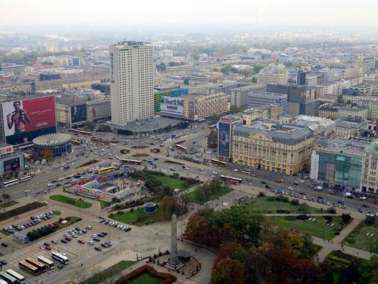 Blick von der Aussichtsplattform des Kulturpalastes nach SO: Novotel-Hochhaus und Polonia Palace Hotel