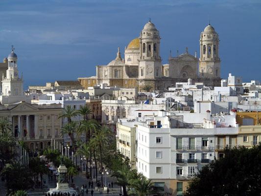 Cádiz, Kathedrale zum heiligen Kreuze über dem Meer und Paseo Canalejas
