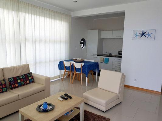 Cantinho das Buganvilias, Wohnzimmer und Küche