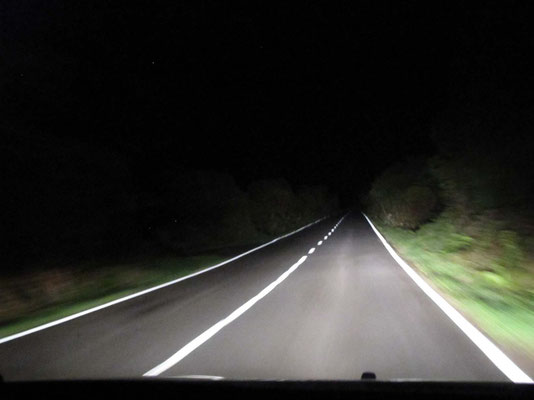 Nächtliche Fahrt quer über die Insel (EN2) von Lajes do Pico nach Prahina de Baixo (Foto: Bernd.Th)
