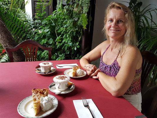 Kaffeetrinken im Patio des Restaurants Casa Santa María