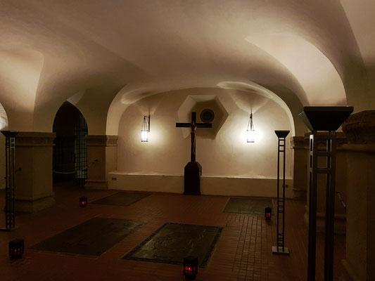Trier. Krypta der Domkirche mit Gräbern