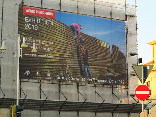 """Plakat der internationalen Ausstellung """"World Press Photo 2019"""""""