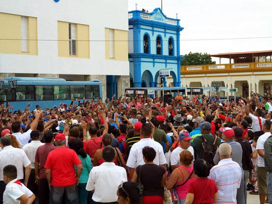Bayamo, Verabschiedung der Baseballmannschaft Alazanes de Granma im Parque Céspedes