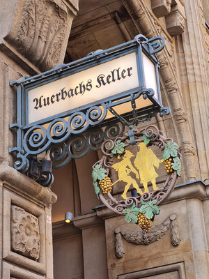 """Auerbachs Keller, Gaststätte in einem Gewölbekeller, Inspiration für eine Szene in Goethes """"Faust"""""""