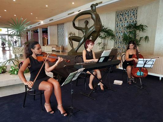 Musikensemble für klassische Musik in der Hotelhalle