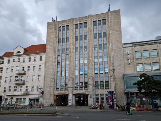Galeria (Karstadt) Berlin Hermannplatz, Rest der Originalfassade an der Hasenheide