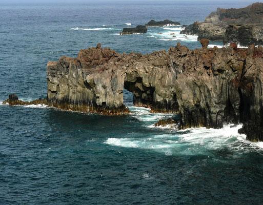Steilküste mit Felstoren