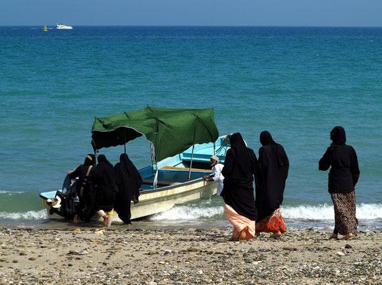 Bootsfahrt mit omanischen Frauen