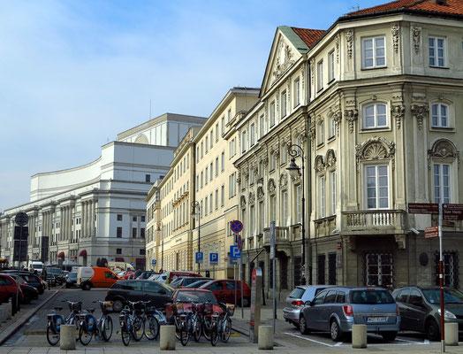Blick in die Ulica Trębacka mit der Rückseite des Teatr Wielki Opera Narodowa