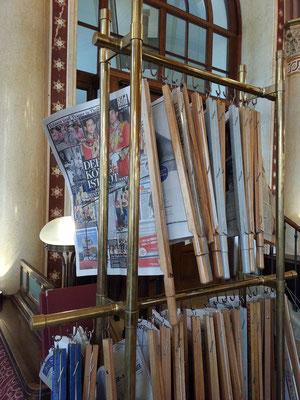 Café Central, Zeitungen für Gäste