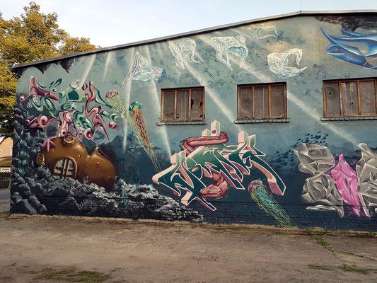 Gebäude mit Graffiti. Alte Hafenstraße/ Ecke Straße der Freundschaft
