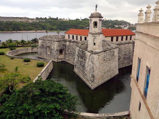 """Castillo de la Real Fuerza, Blick vom Dach des """"Paladar Tamara"""" in der Calle Cuba Tacón"""