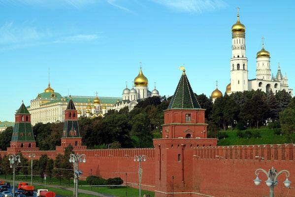 Kremlmauer mit Gebäuden des Kreml