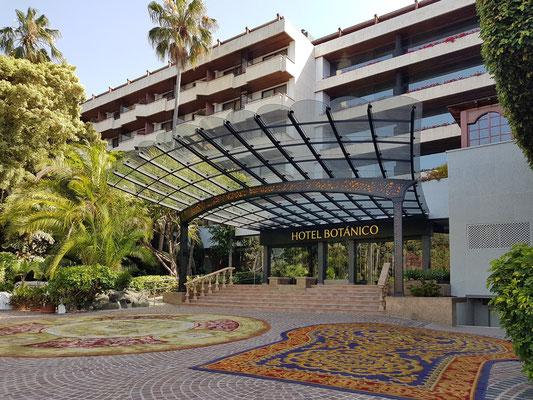 Eingang zum Hotel Botanico & The Oriental Spa Garden