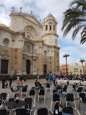Plaza de la Catedral und barocke Fassade der Kathedrale