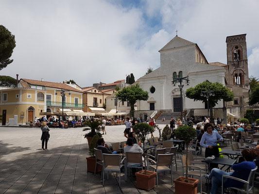 Ravello, Piazza Centrale mit dem Duomo di Ravello