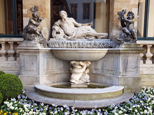 Brunnen im Innenhof des Rathauses