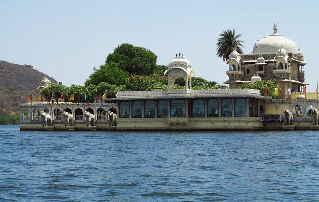 Jagmandir Island Palace im Pichola-See