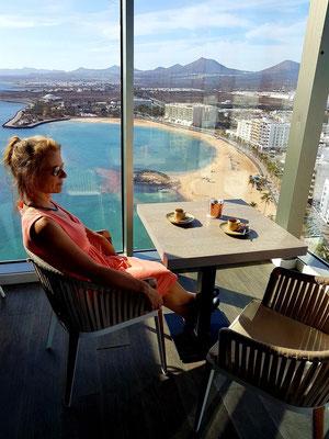 Espresso-Pause in der STAR CITY COFFEE & GASTRO BAR des Gran Hotels Arrecife