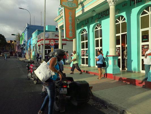 Ostseite der Plaza de Marte, Motorradtaxi