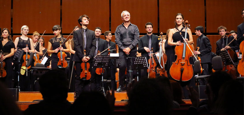 Applaus für das Orchestra Giovanile Italiana unter der Leitung von Giovanni Sollima