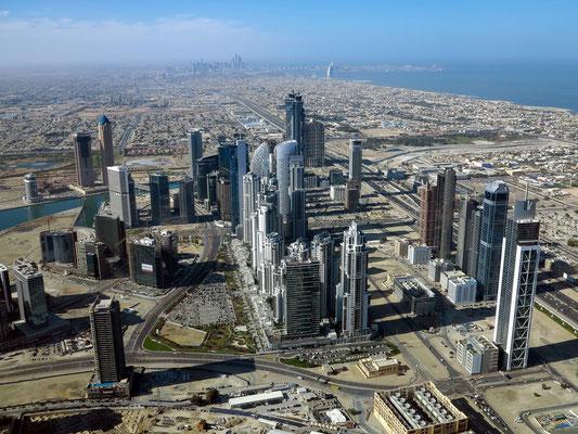 Blick nach SW bis Dubai Marina und Burj Al Arab