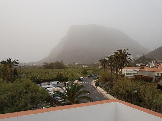 Blick von der Terrasse unserer Casa Antonio bei Calima-Wetterlage