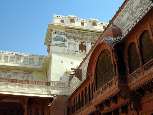 Ansicht von Palästen vom Haupthof aus, Wandmalereien