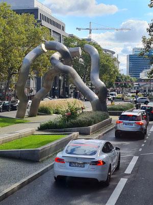 """Skulptur """"Berlin"""" von Brigitte und Martin Matschinsky-Denninghoff in der Tauentzienstraße"""