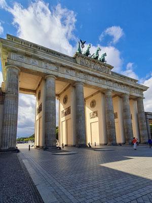 Brandenburger Tor, Skulptur der Quadriga ist ein Werk nach dem Entwurf des Bildhauers Johann Gottfried Schadow