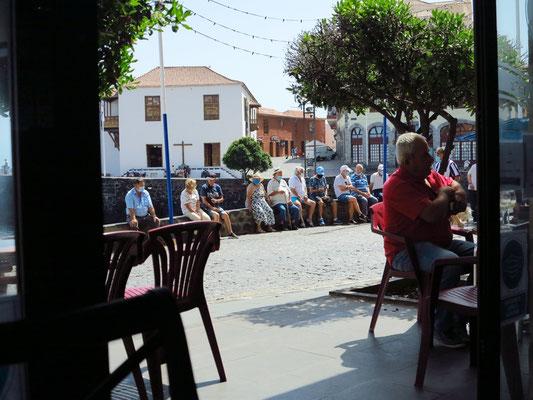 Puerto de la Cruz, Blick von der Bar Fragata zum Königlichen Zollhaus
