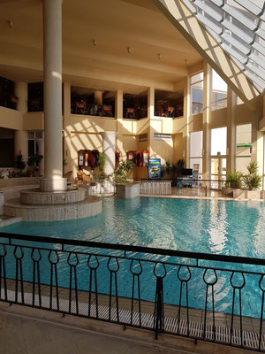 Verbindungsraum von der Pool-Anlage zur Lounge-Bar