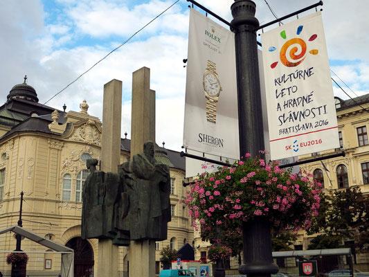 Platz zwischen Nationalgalerie und Slowakischer Philharmonie