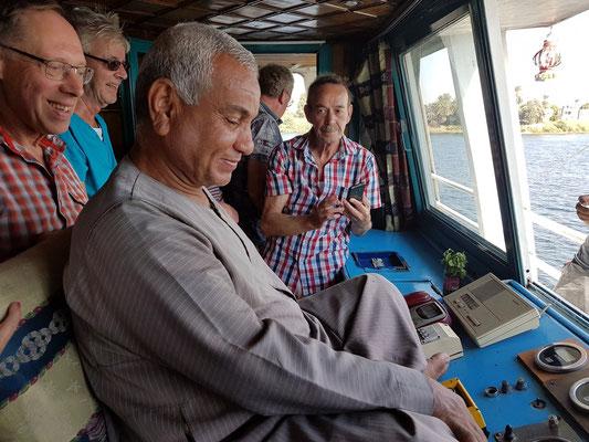 Besuch beim Schiffsführer der Solaris II auf der Schiffsbrücke