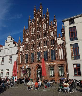 Gotisches Giebelhaus am Marktplatz, schönstes Beispiel mittelalterlicher und hanseatischer Backsteinbaukunst