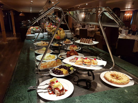 Speisesaal auf Deck 1, Dessert-Buffet