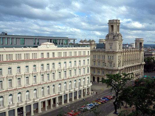 Blick von der Dachterrasse des Hotels Parque Central nach SO auf das Gran Hotel Manzana Kempinski La Habana und das Museo de Bellas Artes Cubano