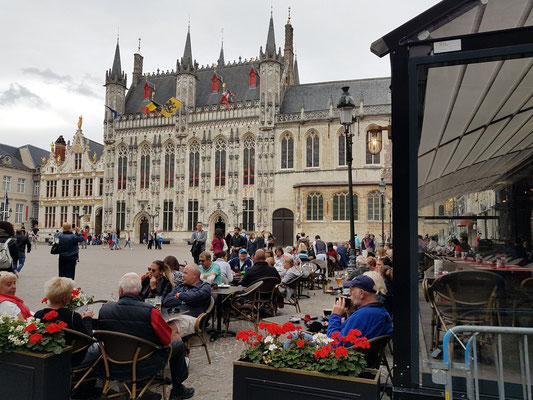 Burgplatz De Burg mit Rathaus Brügge