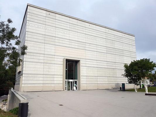 Neubau des Bauhaus-Museums als minimalistischer Kubus (Architektin Heike Hanada), eingeweiht 2019