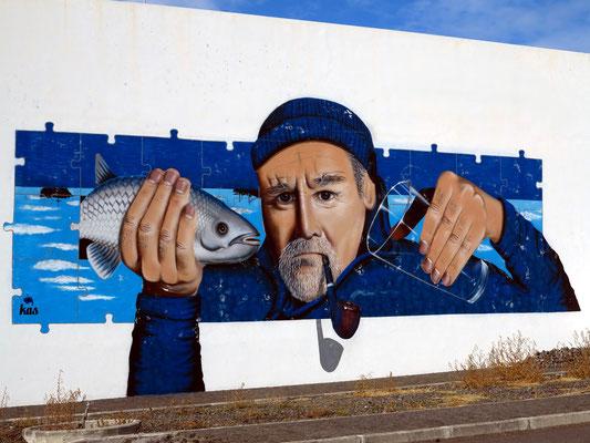 Wandgemälde im Hafen von Madalena