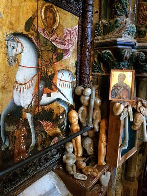 Agios Mamas, Votivgaben in der Kirche
