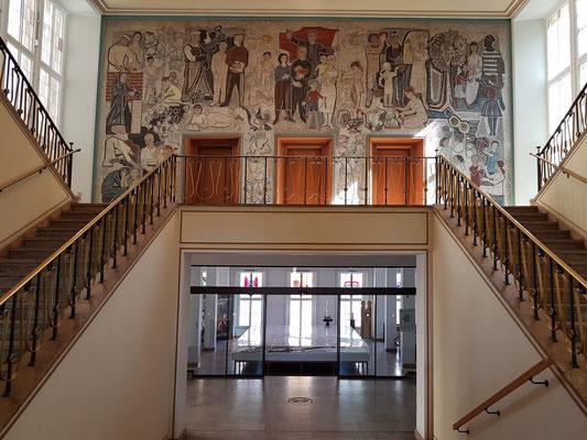 """Wandmosaik """"Unser neues Leben"""" von Walter Womacka im ersten Stock des Rathauses"""