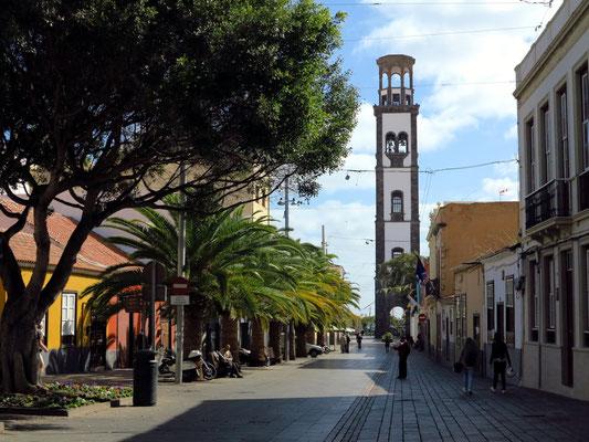 Calle Antonio Dominguéz Alfonso und Kirche Nuestra Señora de la Concepción
