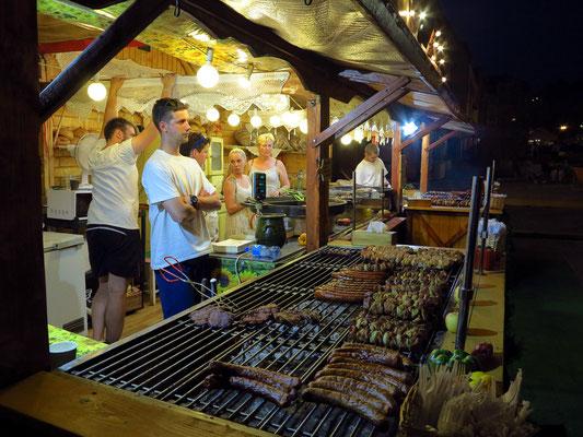 Abendliches Angebot auf dem Marktplatz