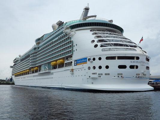 Kreuzfahrtschiff NAVIGATOR OF THE SEAS im Hafen von Oslo